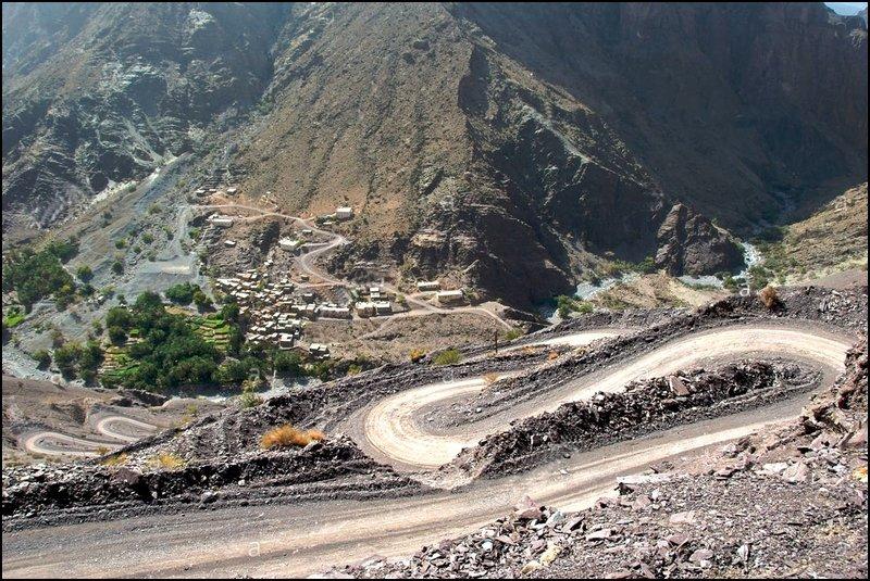 hairpin-road-to-masirat-ar-rawajih-village-sayq-plateau-jabal-al-akhdar-B39AHH